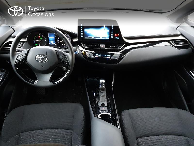 Photo 5 de l'offre de TOYOTA C-HR 122h Edition 2WD E-CVT RC18 à 21990€ chez Altis - Toyota Auray