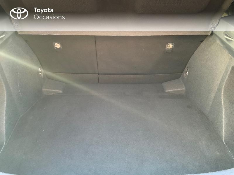Photo 10 de l'offre de TOYOTA C-HR 122h Graphic 2WD E-CVT à 20990€ chez Altis - Toyota Auray