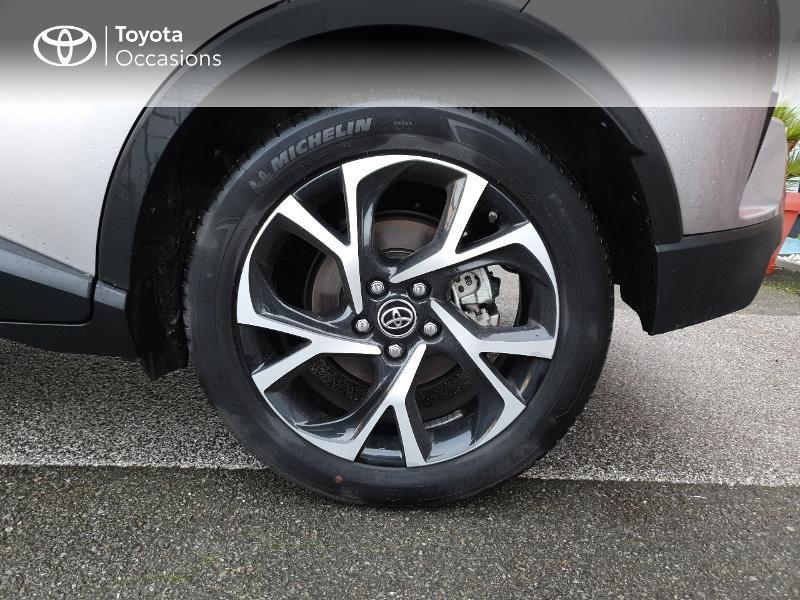 Photo 4 de l'offre de TOYOTA C-HR 122h Edition 2WD E-CVT RC18 à 21990€ chez Altis - Toyota Auray