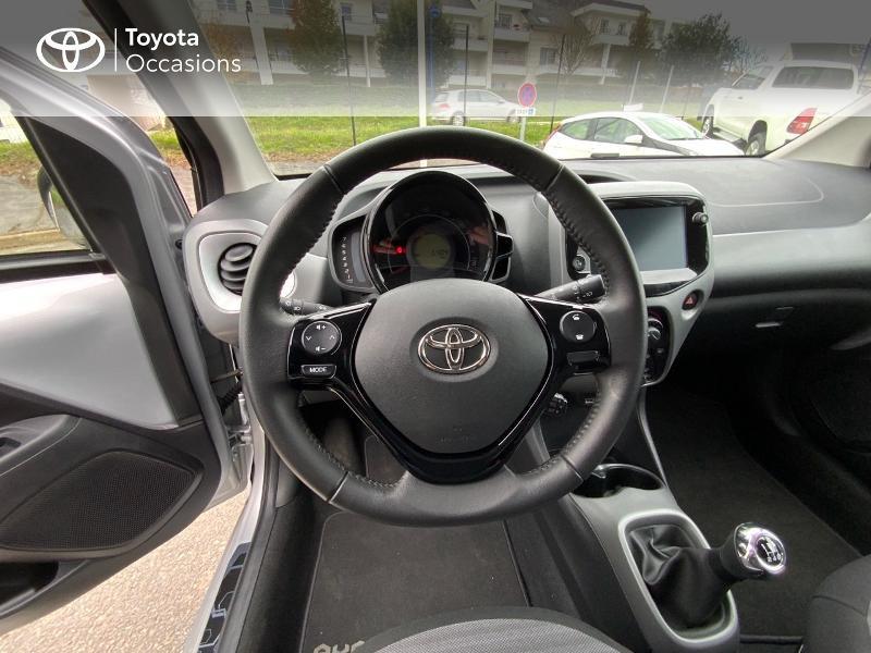 Photo 9 de l'offre de TOYOTA Aygo 1.0 VVT-i 72ch x-play 5p à 9890€ chez Altis - Toyota Auray