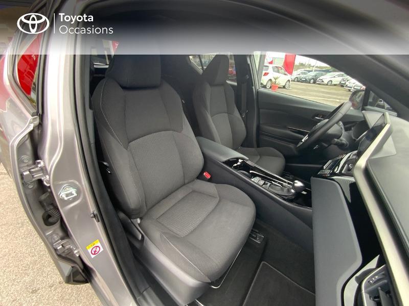 Photo 6 de l'offre de TOYOTA C-HR 122h Graphic 2WD E-CVT RC18 à 22690€ chez Altis - Toyota Auray
