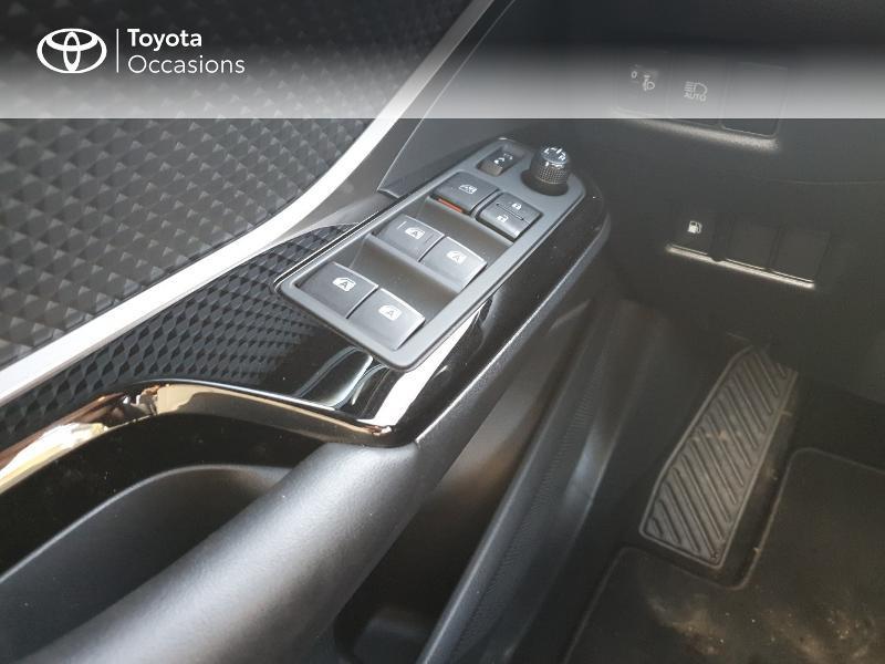 Photo 12 de l'offre de TOYOTA C-HR 122h Edition 2WD E-CVT RC18 à 21830€ chez Altis - Toyota Auray