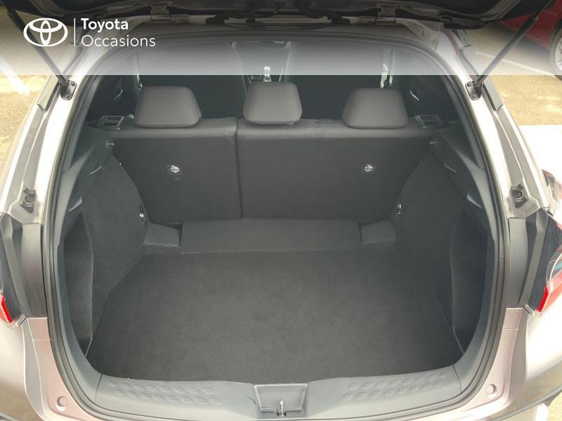 Photo 10 de l'offre de TOYOTA C-HR 122h Graphic 2WD E-CVT RC18 à 22690€ chez Altis - Toyota Auray