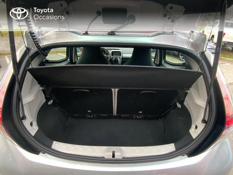 Photo 10 de l'offre de TOYOTA Aygo 1.0 VVT-i 69ch x-play 5p à 8890€ chez Altis - Toyota Auray