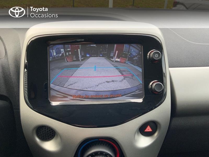 Photo 24 de l'offre de TOYOTA Aygo 1.0 VVT-i 69ch x-play 5p à 8890€ chez Altis - Toyota Auray