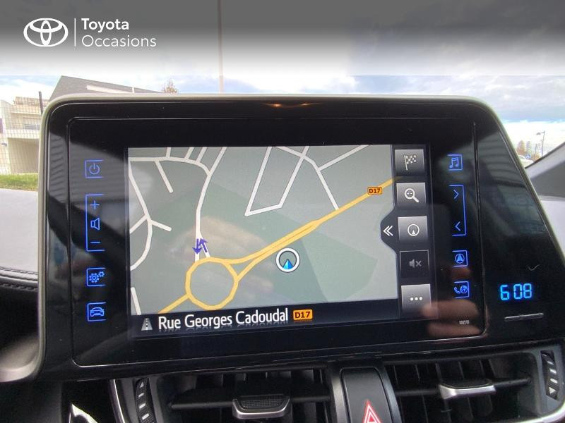 Photo 15 de l'offre de TOYOTA C-HR 122h Edition 2WD E-CVT RC18 à 21990€ chez Altis - Toyota Auray