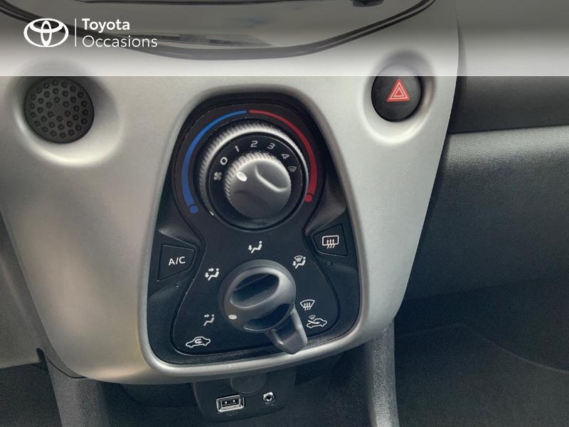 Photo 22 de l'offre de TOYOTA Aygo 1.0 VVT-i 72ch x-play 5p à 9890€ chez Altis - Toyota Auray