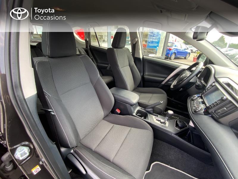 Photo 6 de l'offre de TOYOTA RAV4 197 Hybride Design Business 2WD CVT à 22990€ chez Altis - Toyota Auray