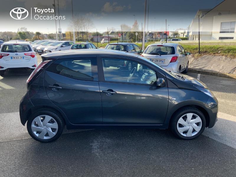Photo 17 de l'offre de TOYOTA Aygo 1.0 VVT-i 69ch x-play 5p à 8490€ chez Altis - Toyota Auray
