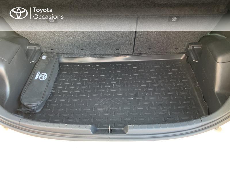 Photo 10 de l'offre de TOYOTA Yaris 100h Collection 5p à 14490€ chez Altis - Toyota Auray