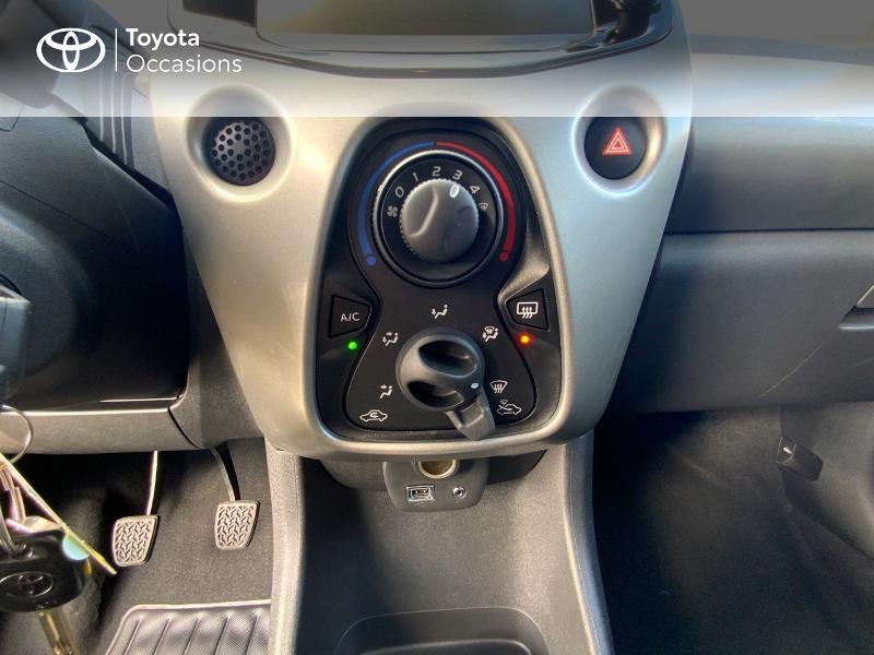 Photo 22 de l'offre de TOYOTA Aygo 1.0 VVT-i 69ch x-play 5p à 8490€ chez Altis - Toyota Auray