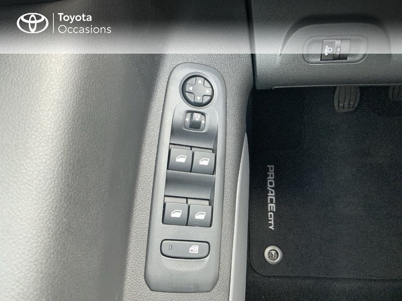 Photo 21 de l'offre de TOYOTA PROACE CITY Verso Medium 1.5 100 D-4D Executive RC21 à 28650€ chez Altis - Toyota Auray