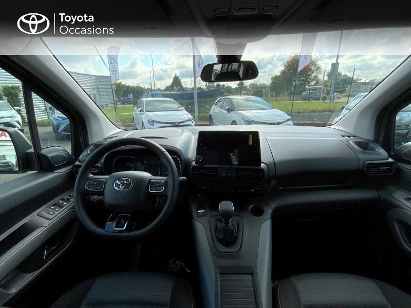 Photo 8 de l'offre de TOYOTA PROACE CITY Verso Medium 1.5 100 D-4D Executive RC21 à 28650€ chez Altis - Toyota Auray