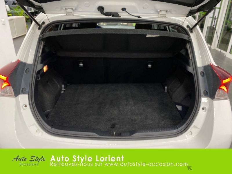 Photo 6 de l'offre de TOYOTA Auris HSD 136h Executive à 13900€ chez Autostyle Lorient