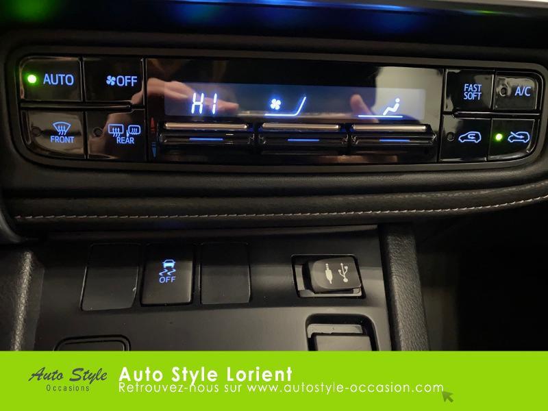 Photo 15 de l'offre de TOYOTA Auris HSD 136h Executive à 13900€ chez Autostyle Lorient