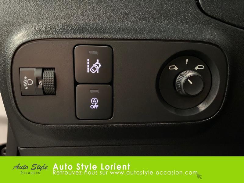 Photo 16 de l'offre de CITROEN C3 PureTech 110ch Feel S&S E6.d à 14900€ chez Autostyle Lorient