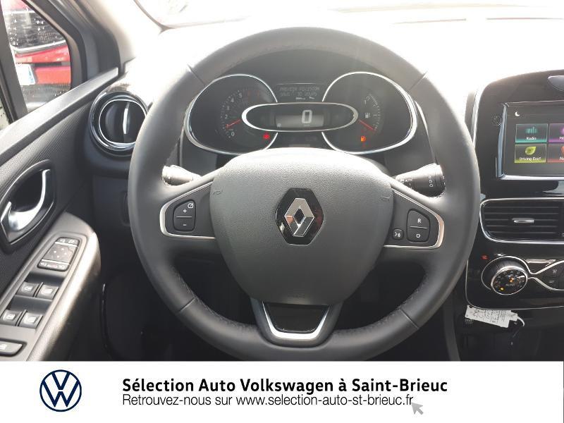 Photo 7 de l'offre de RENAULT Clio 0.9 TCe 90ch energy Intens 5p Euro6c à 12490€ chez Sélection Auto - Volkswagen Saint Brieuc