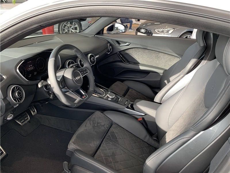 Photo 2 de l'offre de AUDI TT 45 TFSI 245 S TRONIC 7 à 54990€ chez Excel Automobiles – Audi Brest