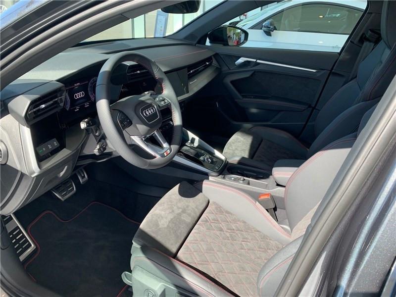 Photo 3 de l'offre de AUDI A3/S3 35 TFSI 150 S TRONIC 7 à 47490€ chez Excel Automobiles – Audi Brest