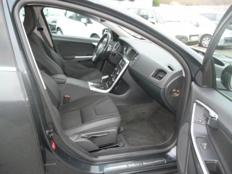 Photo 5 de l'offre de VOLVO S60 D4 163CH START&STOP MOMENTUM GEARTRONIC BVA à 11490€ chez Jestin autos