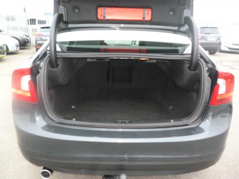 Photo 7 de l'offre de VOLVO S60 D4 163CH START&STOP MOMENTUM GEARTRONIC BVA à 11490€ chez Jestin autos