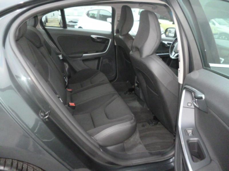 Photo 6 de l'offre de VOLVO S60 D4 163CH START&STOP MOMENTUM GEARTRONIC BVA à 11490€ chez Jestin autos