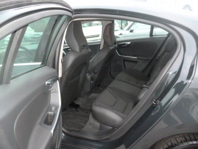 Photo 8 de l'offre de VOLVO S60 D4 163CH START&STOP MOMENTUM GEARTRONIC BVA à 11490€ chez Jestin autos