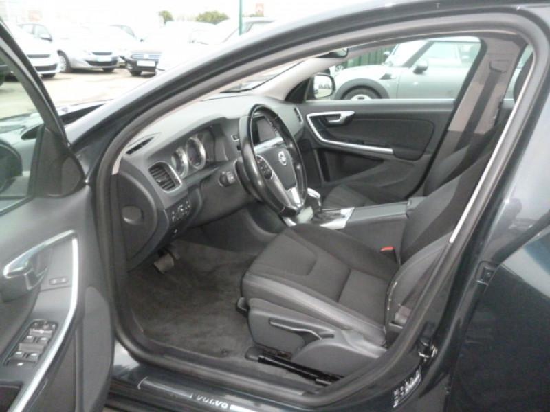Photo 9 de l'offre de VOLVO S60 D4 163CH START&STOP MOMENTUM GEARTRONIC BVA à 11490€ chez Jestin autos