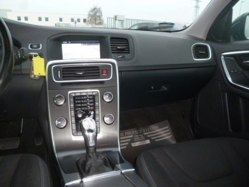 Photo 11 de l'offre de VOLVO S60 D4 163CH START&STOP MOMENTUM GEARTRONIC BVA à 11490€ chez Jestin autos