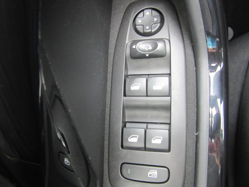 Photo 7 de l'offre de PEUGEOT 2008 1.2 PURETECH 130 SIGNATURE GPS à 16480€ chez MGA Bruz