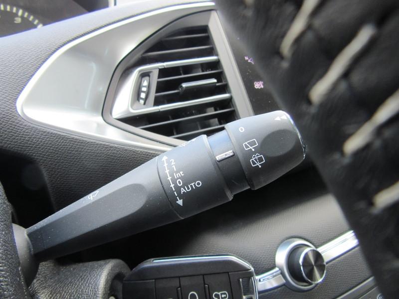 Photo 10 de l'offre de PEUGEOT 308 SW 1.2 PURETECH 110 ACTIVE GPS CAMERA à 16980€ chez MGA Bruz
