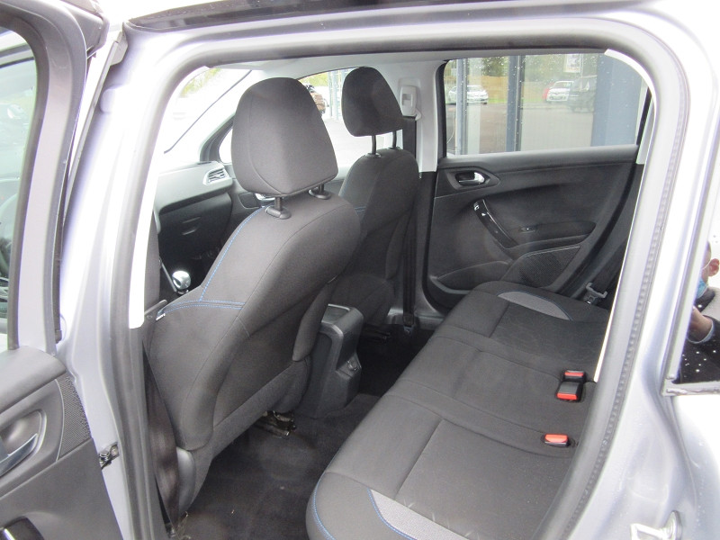 Photo 5 de l'offre de PEUGEOT 2008 1.2 PURETECH 130 SIGNATURE GPS à 16480€ chez MGA Bruz