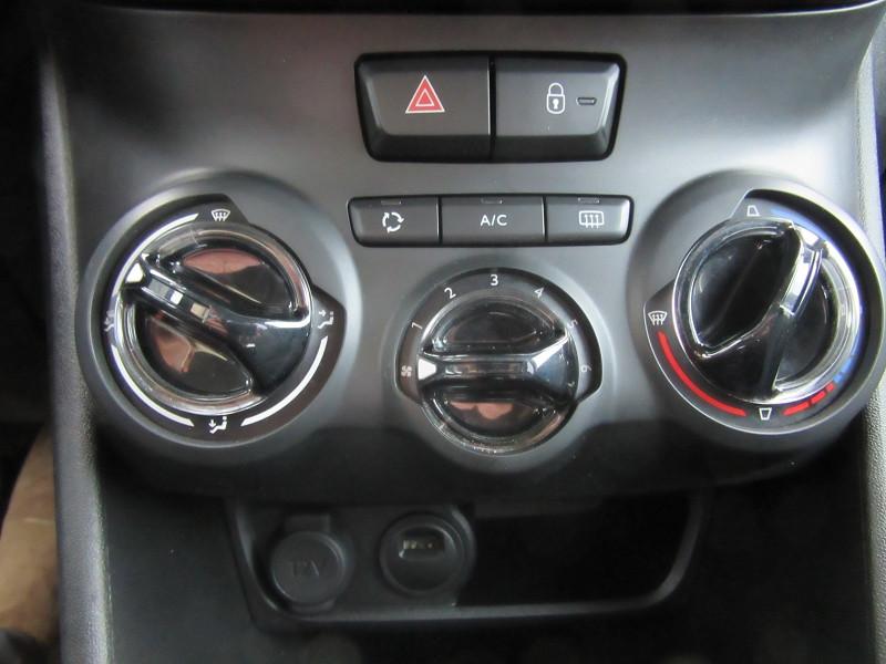 Photo 15 de l'offre de PEUGEOT 2008 1.2 PURETECH 130 SIGNATURE GPS à 16480€ chez MGA Bruz